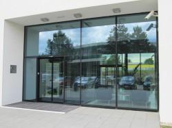 VŠB-TU Ostrava-pavilon IET-vstupní hliníkové dveře